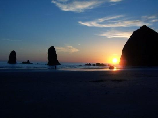 haystack-rock-sunset