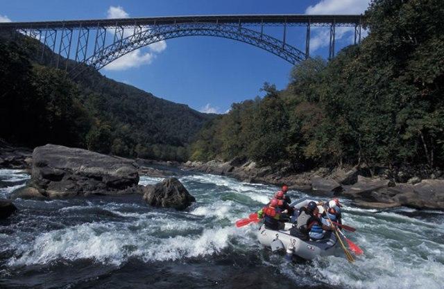 rafter_under_new_river_gorge_bridge