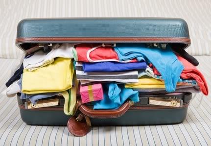 packlight-overstuffed-suitcase